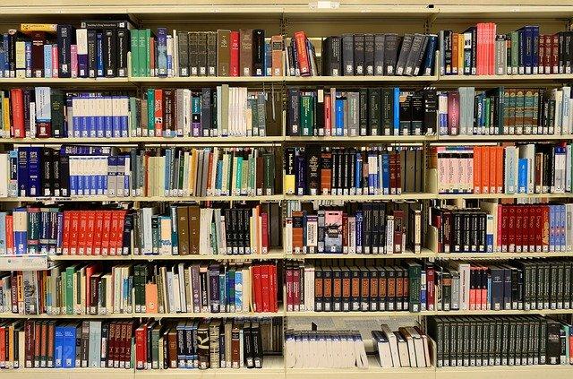 biblioteczka przeszklona
